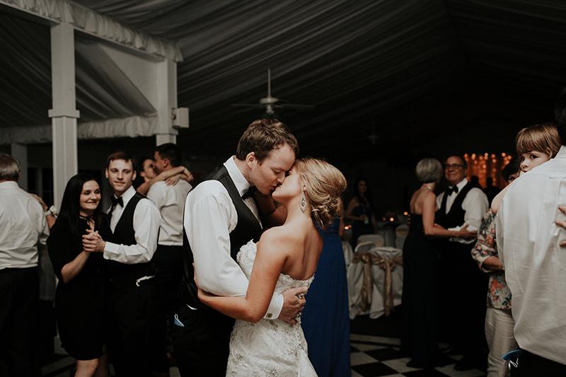 dance-floor-kiss